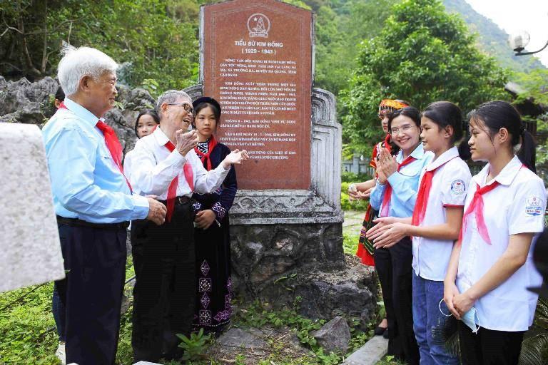 """Hành trình về nguồn """"Em yêu Tổ quốc Việt Nam"""" kỷ niệm 80 năm ngày thành lập Đội"""