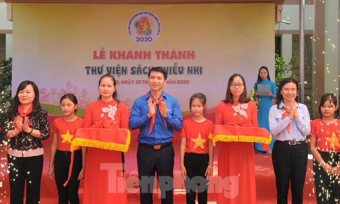 Đại hội Cháu ngoan Bác Hồ báo công Vua Hùng, trao tặng công trình thư viện sách thiếu nhi