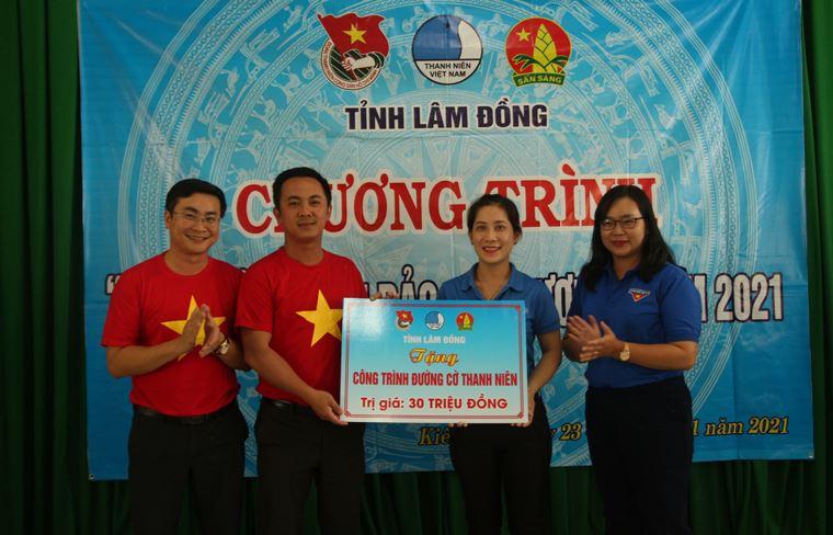 Tuổi trẻ Lâm Đồng hướng về biển đảo quê hương