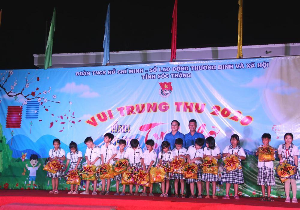 Sóc Trăng: Tổ chức nhiều hoạt động vui tết Trung thu cho thiếu nhi thuộc hộ nghèo, cận nghèo