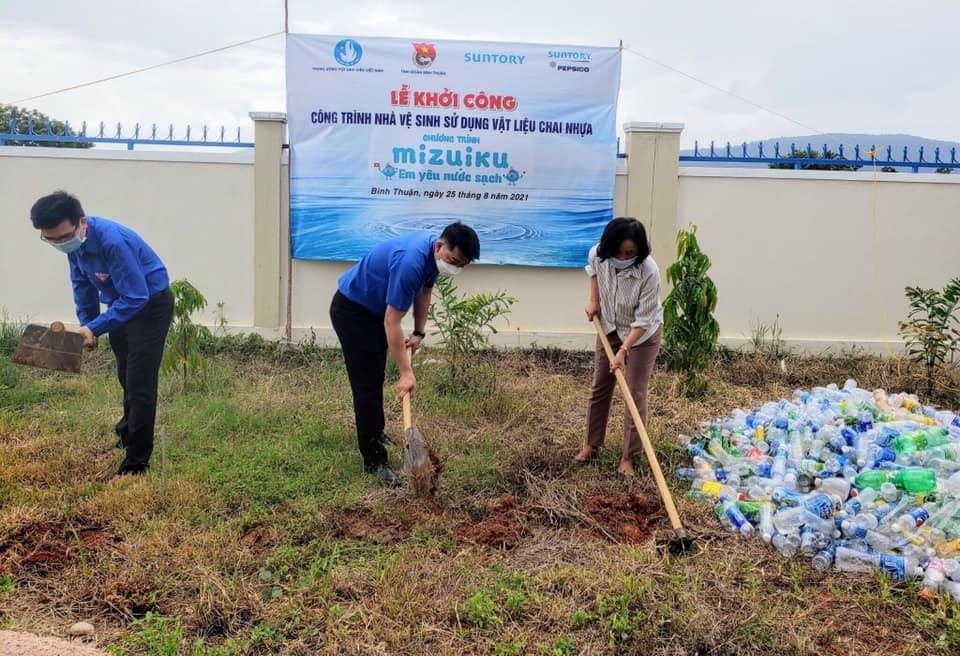 Bình Thuận khởi công công trình Nhà vệ sinh bằng chai nhựa