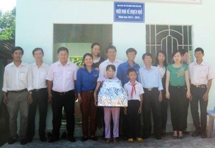 """Phú Yên: Bàn giao 01 căn nhà """"Kế hoạch nhỏ"""" cho học sinh nghèo hiếu học"""