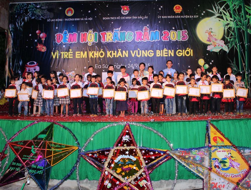Tỉnh Đắk Lắk: Vui hội Trăng rằm – Vì trẻ em khó khăn vùng Biên giới