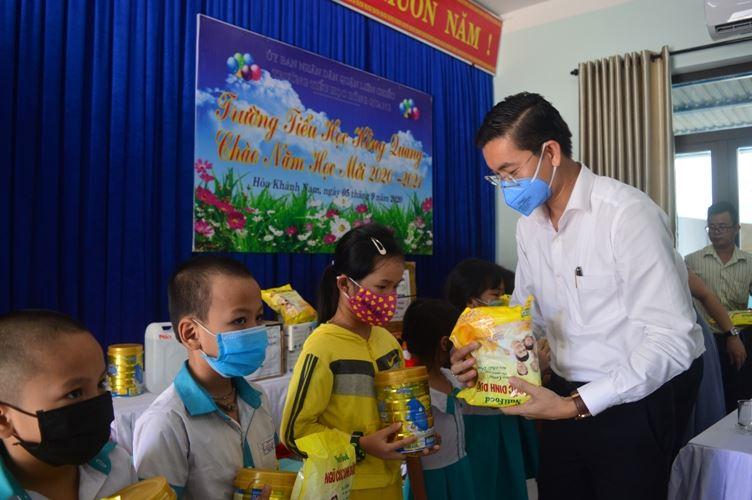 Đà Nẵng-Hỗ trợ thiếu nhi có hoàn cảnh khó khăn nhân dịp năm học mới
