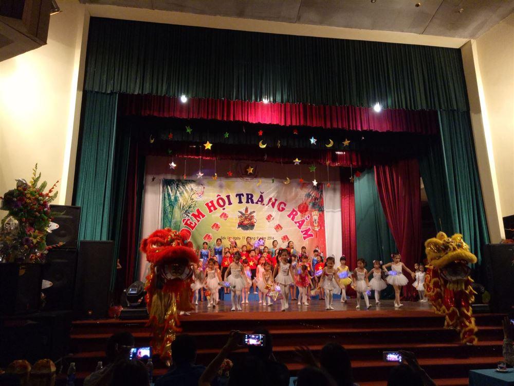 Nhà thiếu nhi Sơn La tổ chức chương trình Vầng trăng yêu thương