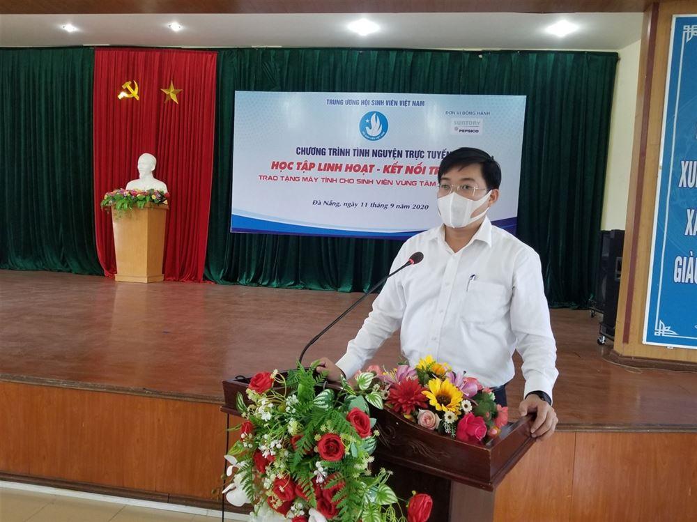 Trao tặng 70 máy tính cho sinh viên vùng dịch COVID-19 tại Đà Nẵng, Quảng Nam, Quảng Ngãi