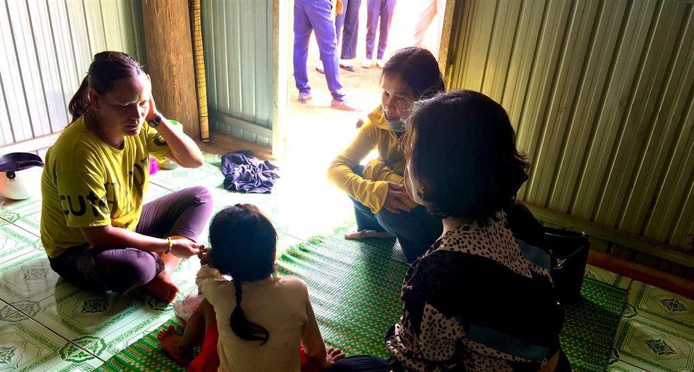 Câu lạc bộ Tư vấn, trợ giúp trẻ em tỉnh Gia Lai tổ chức thăm hỏi, trợ giúp trẻ em bị xâm hại