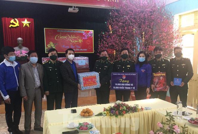 Trung ương Đoàn thăm, tặng quà cho tỉnh biên giới Lạng Sơn nhân dịp xuân Tân Sửu 2021