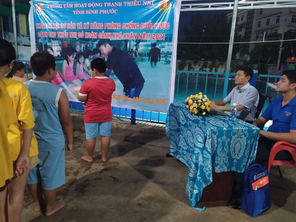 Bình Phước: Dạy bơi và kỹ năng phòng, chống đuối nước cho thiếu nhi có hoàn cảnh khó khăn