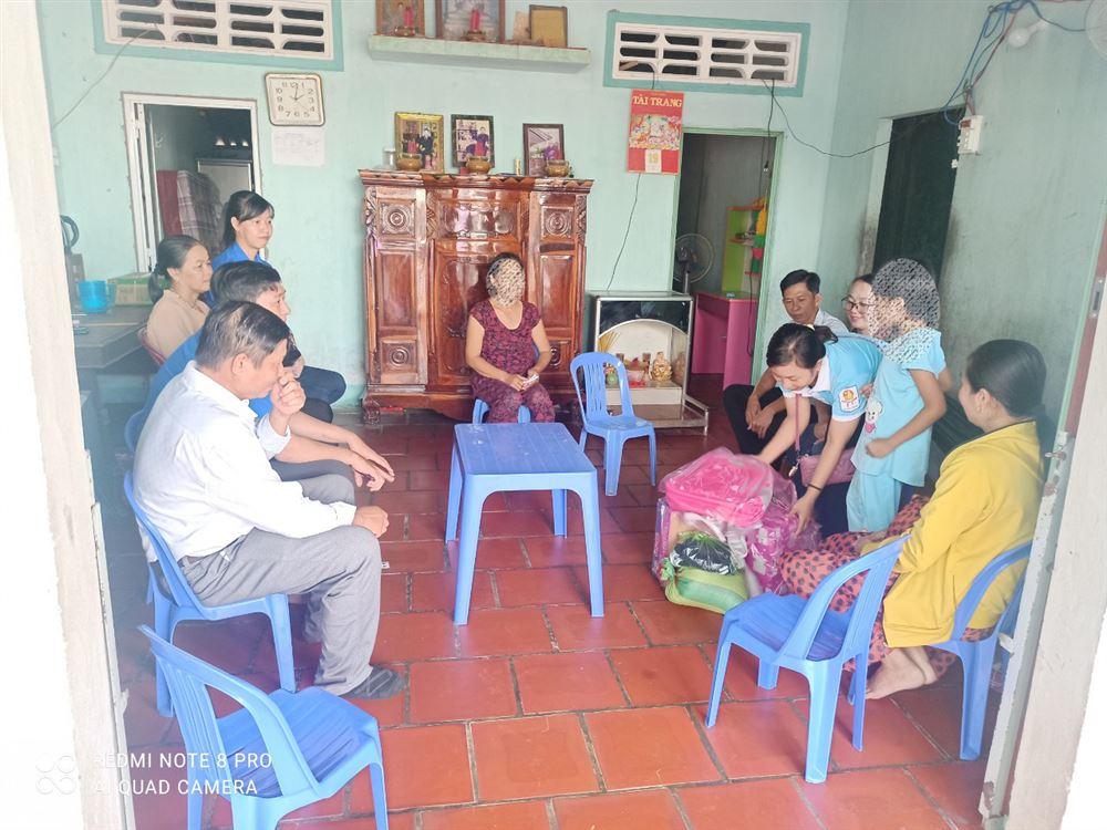 Câu lạc bộ tư vấn trợ giúp trẻ em tỉnh Trà Vinh thăm hỏi, trợ giúp trẻ em bị xâm hại