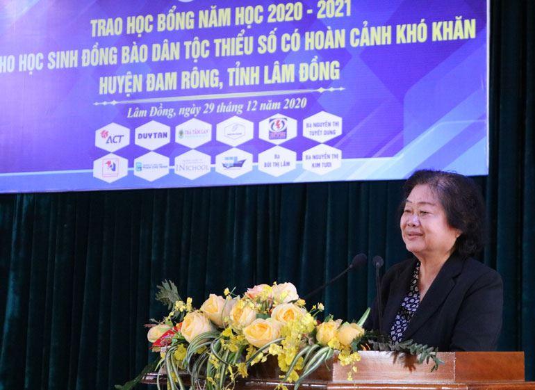 Lâm Đồng - Tổ chức chương trình Trao học bổng Vừ A Dính năm học 2020-2021