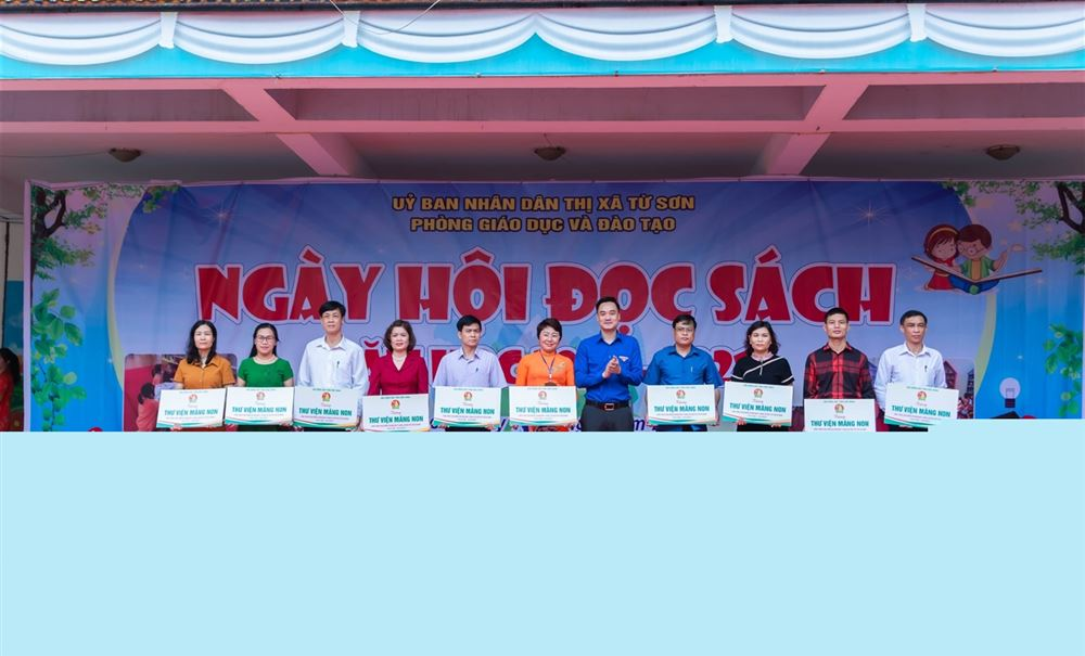 Hội đồng Đội tỉnh Bắc Ninh trao tặng Thư viện sách  cho các trường tiểu học trên địa bàn tỉnh