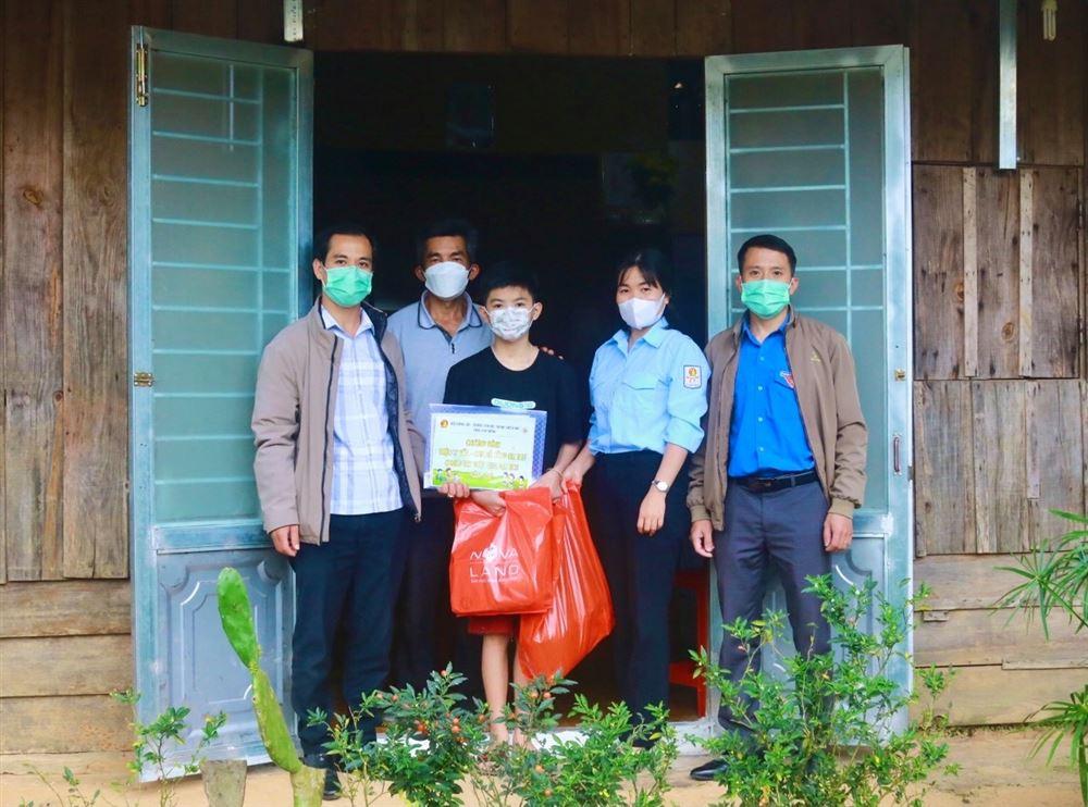 Lâm Đồng - Tổ chức chương trình Triệu ly sữa - Chia sẻ cùng em thơ, chung tay vượt qua đại dịch