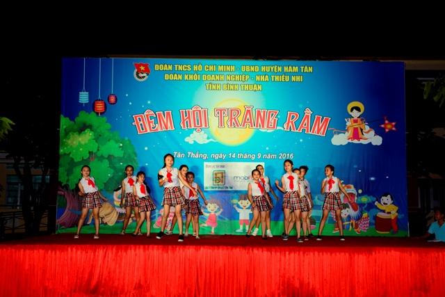 Bình Thuận: Trung thu sẻ chia ấm áp tại xã Tân Thắng